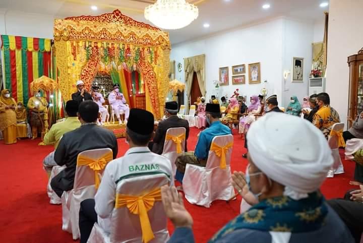 Usai Dilantik Pasangan Bupati dan Wakil Bupati Karimun Ikuti Prosesi Tepuk Tepung Tawar, SamuderaKepri