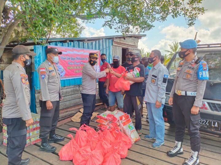 Hari Buruh Sedunia, Polsek Daik Lingga Bagi Bagi Sembako, SamuderaKepri